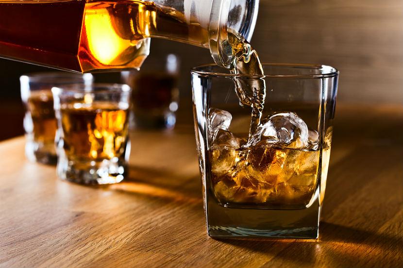 coisas que dificultam emagrecer: Ingerir bebidas alcoólicas sem moderação